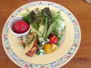 チョイス - ランチのサラダ、完熟トマト1個の和風(だし汁?)な冷製サラダ付