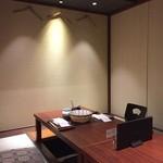 39880331 - 個室は装飾を排し、落ち着いた雰囲気