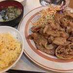 キッチンくりの木 - 豚バラ生姜定食おかずW、生玉子1個無料