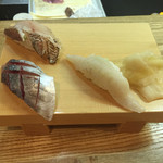 郷の鮨 たむら - おまかせ10貫を食べました。あっさりしたものから出されて、最後はこってり系でした。13貫食べて、1800円でした。