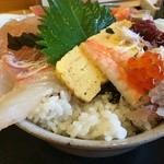 平の食堂 - 酢飯は密っちり丼ぶりのフチまで!