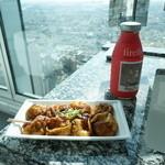 やまちゃん - 高階層からの景色を見ながら食べるたこ焼きも乙なもの。