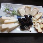 39896911 - 日本のチーズ盛り合わせ 800円