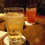 """39907623 - カクテルに造詣がない小職は""""Jack Daniel's""""のソーダ割が定番"""