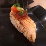 Sushi Bar にぎりて - サーモントロ(炙りで、75円)
