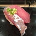 Sushi Bar にぎりて - 飛び魚・ハマチ(150円/100円)