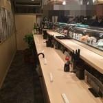 Sushi Bar にぎりて - カウンター、一列です
