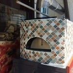 39919489 - 薪で炊くピッツァの窯が外にあります