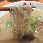 一番山 - 麺は、以前のように麺の形状を選べるスタイルではなく、1種類のみです。