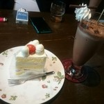 39922995 - ショートケーキとアイスココア。