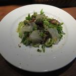 Osteria da K.[kappa]  - 昆布じめした鮮魚(スズキ)  セロリ葉、ジェノベーゼでマリネしたタコ  緑野菜とグレープフルーツのサラダ仕立て