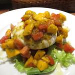 Osteria da K.[kappa]  - 濃厚ブッラータチーズ フルーツトマトとマンゴーソース