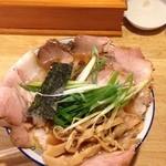 39923656 - チャーシュー麺1100円+大盛110円=1210円