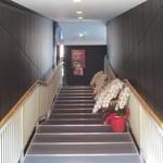 39924859 - 緩やかな階段を上がります。