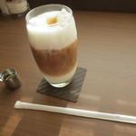 ACカフェ - アイスカフェオレ(600円)下にもミルクが。