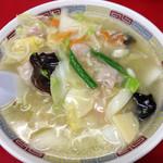 やじ満 - 広東麺=うま煮そばの、塩味=ホワイト、900円。具沢山でさっぱり塩味のスープがおいしい。細麺なのでスープとの絡みもバツグン。