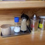 博多玉 - 卓上の調味料。とことんシンプル。