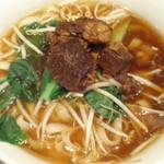天外天刀削麺 - 牛肉麺。