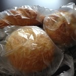 CROWA - H.27.7.14.昼 焼きカレーパン 129円・天然酵母パン 108円・クロワッサン 129円