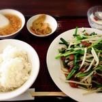 楼蘭 - ニラレバ炒め 800円