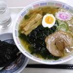 札幌市役所本庁舎食堂 - 塩ラーメン_450円、梅おにぎり_120円