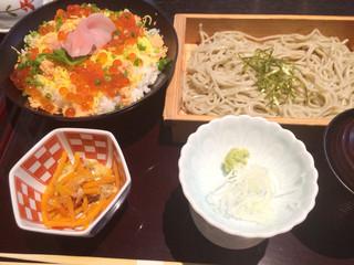 すいどうばし 越州 - 越州そば鮭いくら丼膳 950円