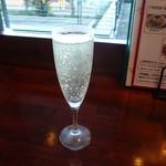 ワイン スタンド バジル - 樽生スパークリング