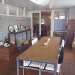 珈琲工房K&Y - 入り口そばのテーブル席(6人)