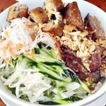 サイゴン - 豚肉と揚げ春巻き入りビーフン