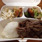 KOREAN EXPRESS - 副菜は左からマカロニサラダ、チヂミ、オイキムチ、鶏肉の野菜炒め
