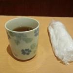 縁屋 - お店へ到着すると、こちらのお茶と おしぼりが出されます。 2015.07.08
