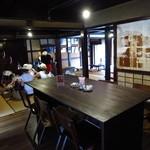 カフェ カリアーリ - ちょこちょこと観光客が一休みに訪れている