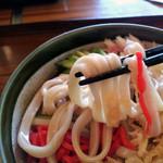 鷹 - 武蔵野うどんの名店「手打ちうどん鷹」冷やしたぬきの麺[2015.07]