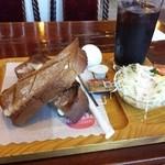 レッドサン - 料理写真:モーニング500円(パンは黒糖パン)