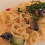 セントラル - 麺は程よいアルデンテで、ウニは少量ながらプリンとしていて、野菜も入っていて、見た目以上に美味しかった。