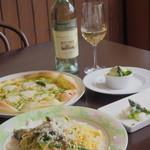 カフェ オリーブ - グリーンアスパラ料理と白ワイン