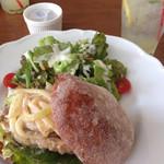 サニー サイド カフェ - チャバタのチキンクリームサンド