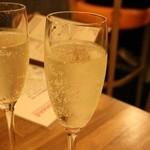 ボブズ リブズ シロ - 10円の樽詰めスパークリングワイン