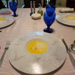 リストランテ パドリーノ・デル・ショーザン - ランチはコース料理のみで、3,000円・4,000円・5,500円とあります。                             今回は3人で、ひとつずつ注文。共通のスープ。                             かぼちゃの冷製スープです。