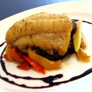 ドゥージィエーム - 彩りがきれいな白身魚のハーブ焼き