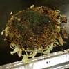 珠ちゃん - 料理写真:そば入りお好み焼き650円+カス250円