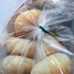 39981418 - 丸パン 300円