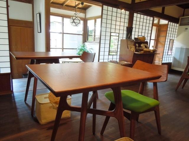 ユカフェ - 座り心地の良い椅子