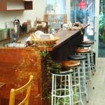 モカカフェ - 店内カウンター