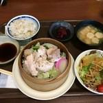 大陸まんま - 2015/07 せいろ蒸し 鶏肉3種定食 (サラダバー&ドリンクバー付) 900円