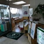 紅茶専門店ハーヴェスト - 店内は明るいです