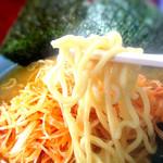 矢口家 - 麺は太麺で、硬さは選べます。