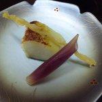 成田家 - 焼き魚は「銀むつ西京焼きに、鱧の骨せんべいがついてました