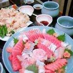 成田家 - お造りの大皿も、注文に応じてできるそうです