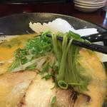 39990123 - ほうれん草を練り込んだ麺